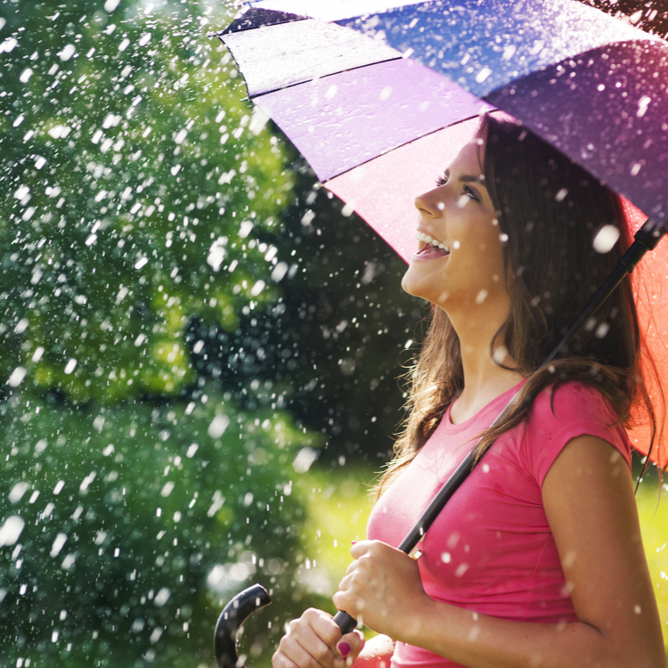 天気が悪くても気分をアゲて!「雨の日メイク」でHAPPYに乗り切ろう♡