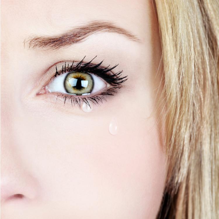 目 痛い すぎ て 泣き が