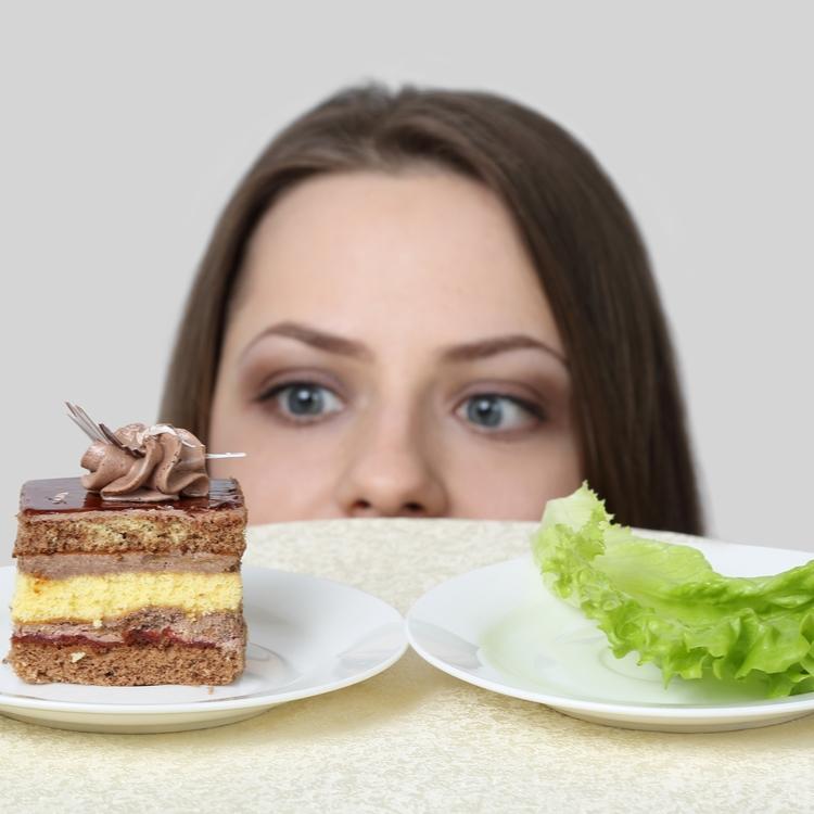 ダイエット中ならどちらを選ぶ?効率よく痩せるための正しい選択とは