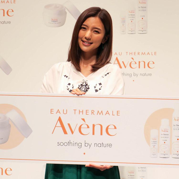 『Avène(アベンヌ)』新アンバサダーは真野恵里菜さん。温泉水のチカラで素肌力を育んで