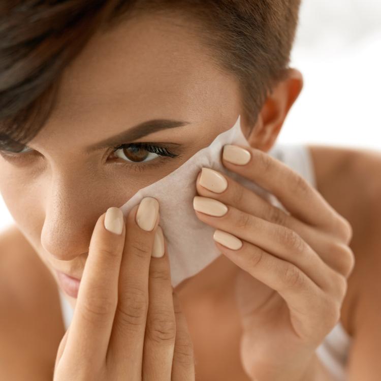 あぶら取り紙は乾燥しない!夏の美肌をキープするあぶら取り紙の使い方