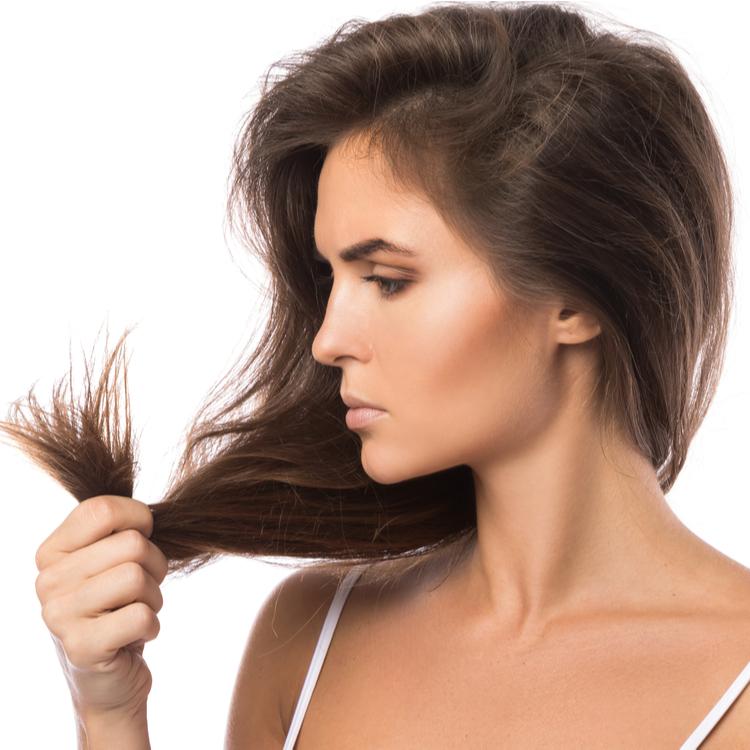髪のボリューム不足や白髪が気になる…その原因と対策とは?