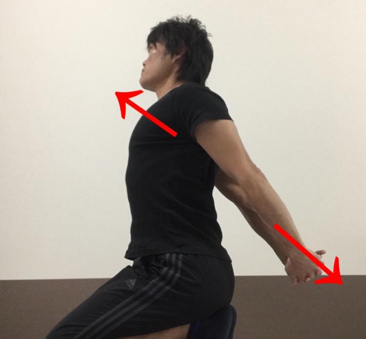肩前面及び胸の筋肉へのストレッチ