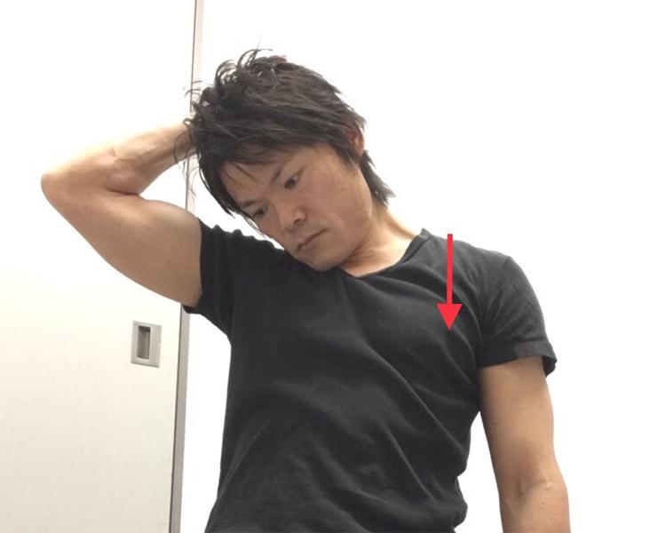 首の筋肉へのストレッチ1