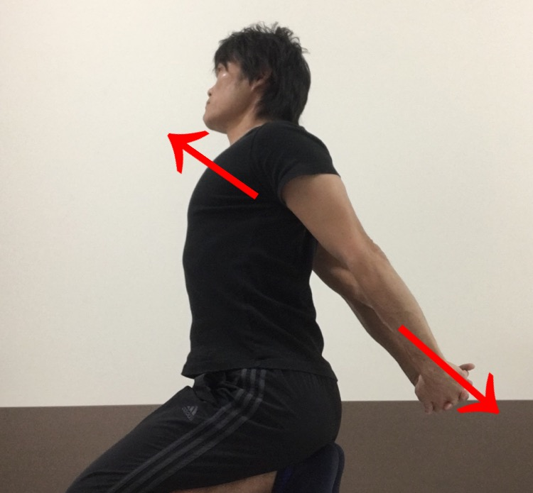 胸及び肩前面の筋肉へのストレッチ