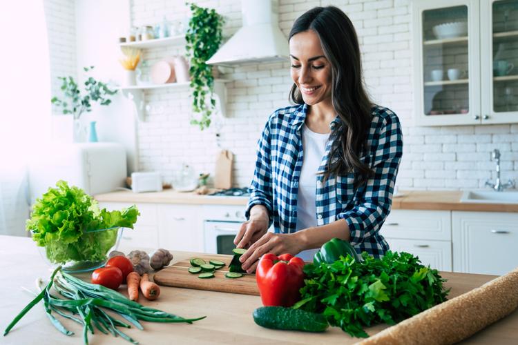 良質な食材を買っておうちゴハンを作る