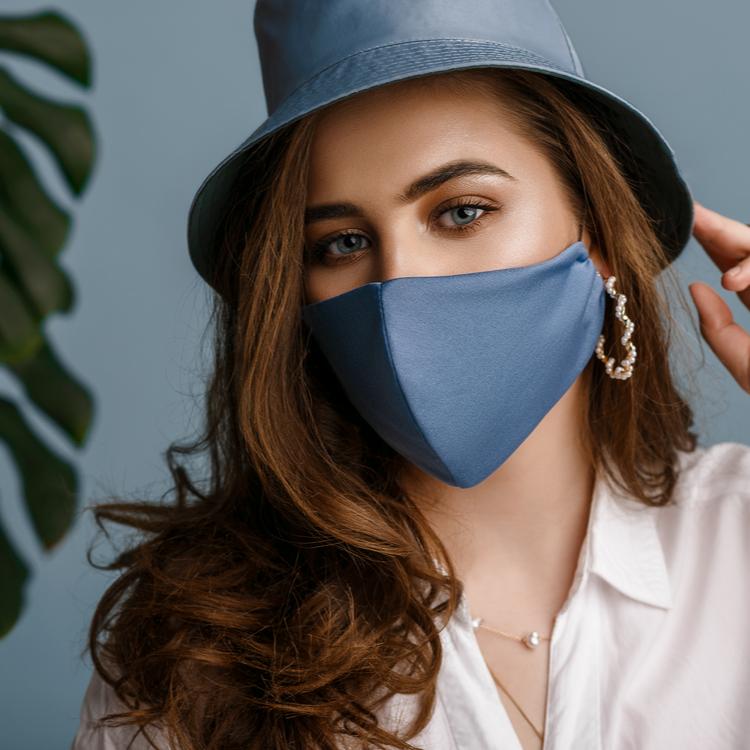 小顔に見せるマスクの選び方!WITHコロナ時代を美人顔で乗り切る!