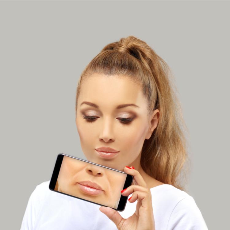 ほうれい線を薄くする効果的な顔体操で、顔を今より10歳若返らせる!