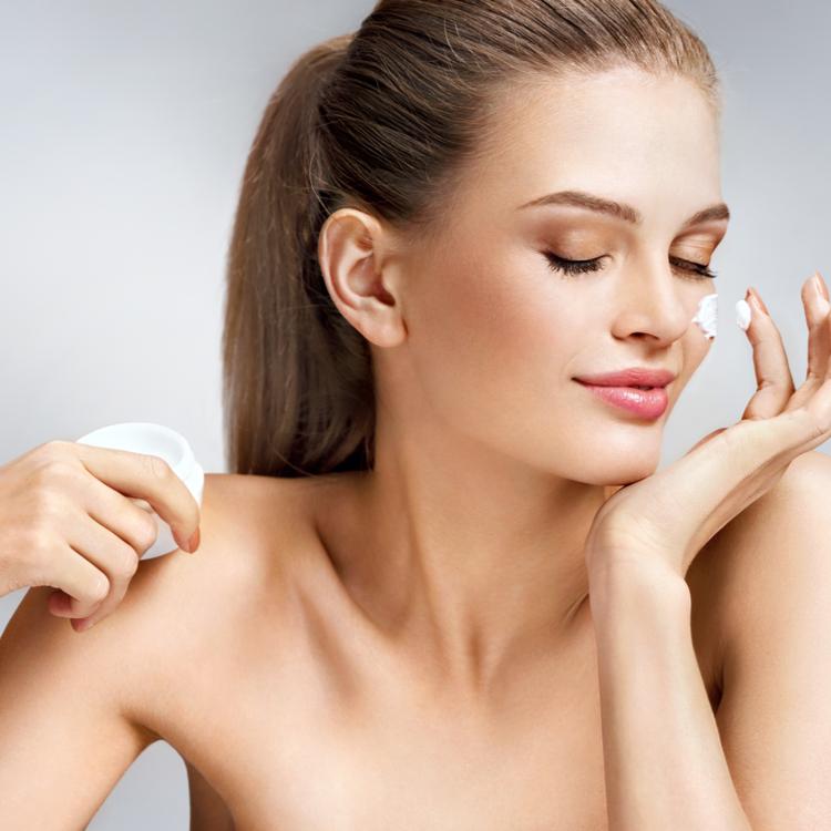 脂性肌に合う化粧水の選び方!べたつきフリーのサラっと肌が手に入る!