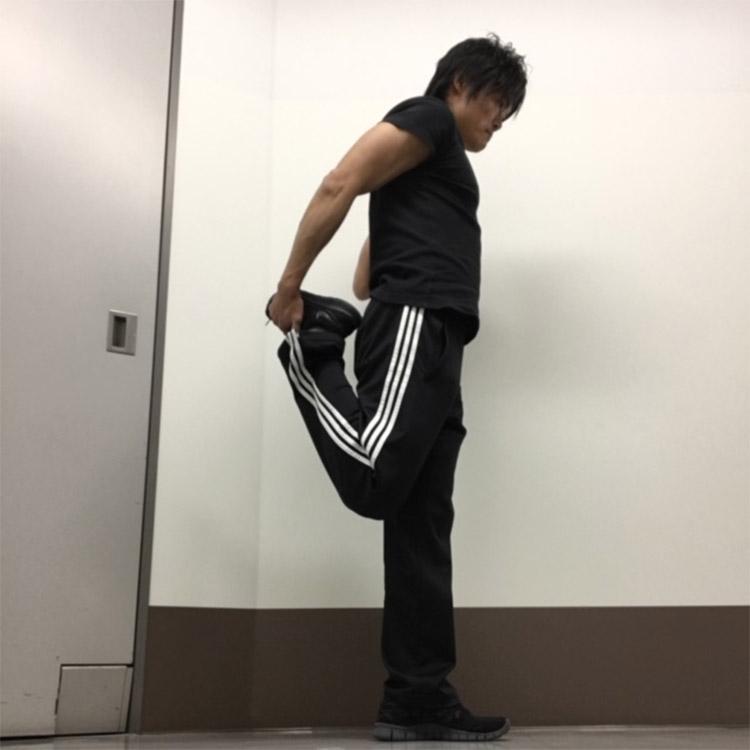 腸腰筋及び大腿直筋への静的ストレッチ