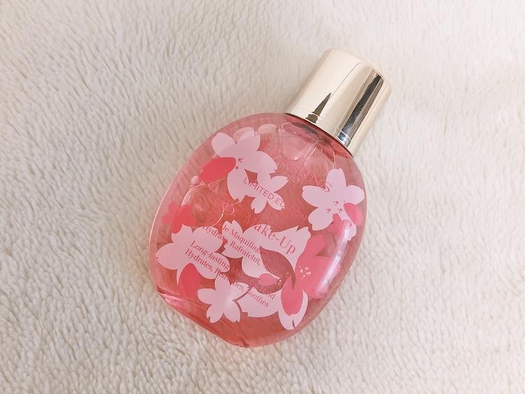 春限定のさくらの絵が描かれたボトルとサクラの香り