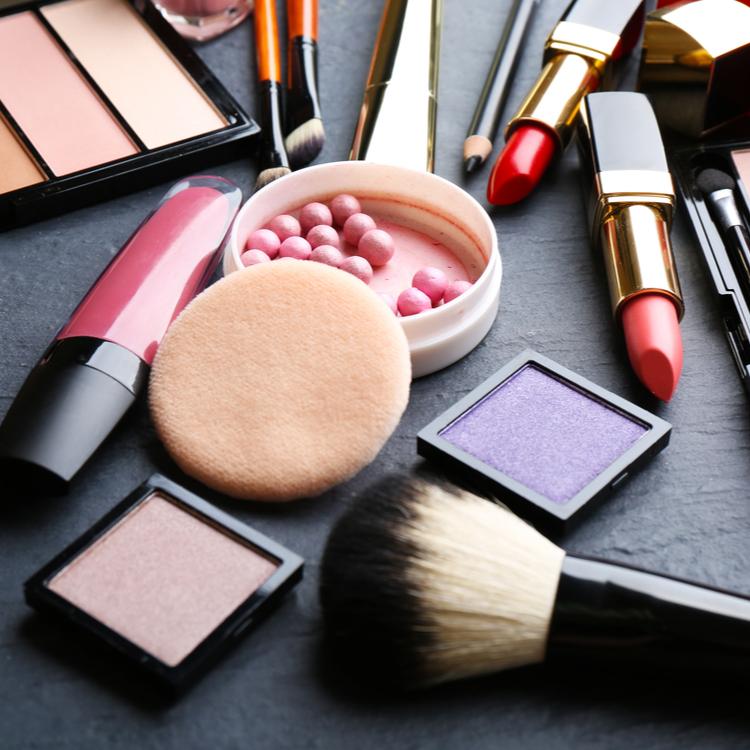 化粧品の使用期限はどのくらい?メイクブラシやパフの洗い方もチェック!
