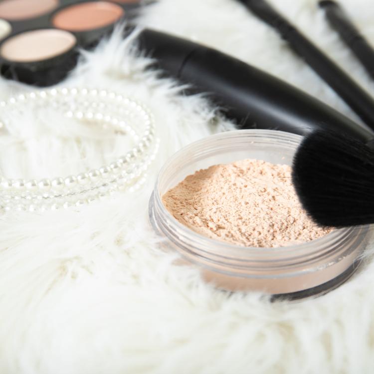 「ブラシ一体型のルースパウダー」があれば面倒な化粧直しの時間も一気に短縮!