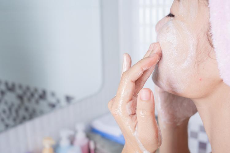 乾燥がひどい時以外は洗顔料を使う